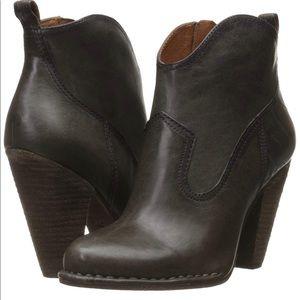 NWOB $348 Frye Madeline Short Boot - Size 7.5